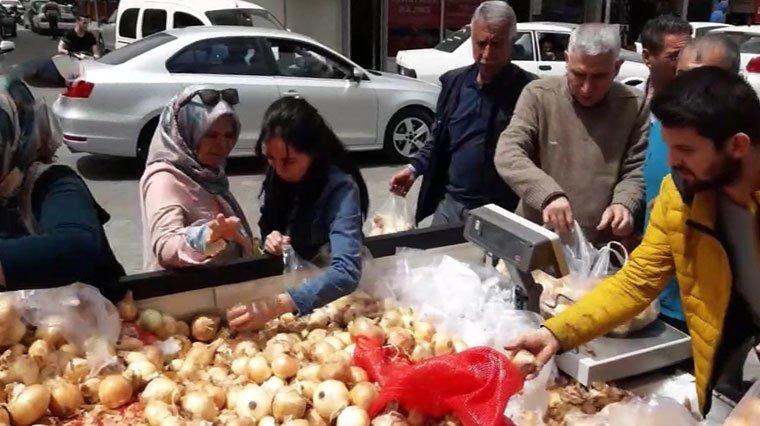 Photo of Soğanın kilosunu 2 liradan satışa sundu0 (0)