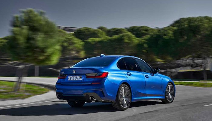 2019 BMW 3 serisi önceki modelin üzerinde