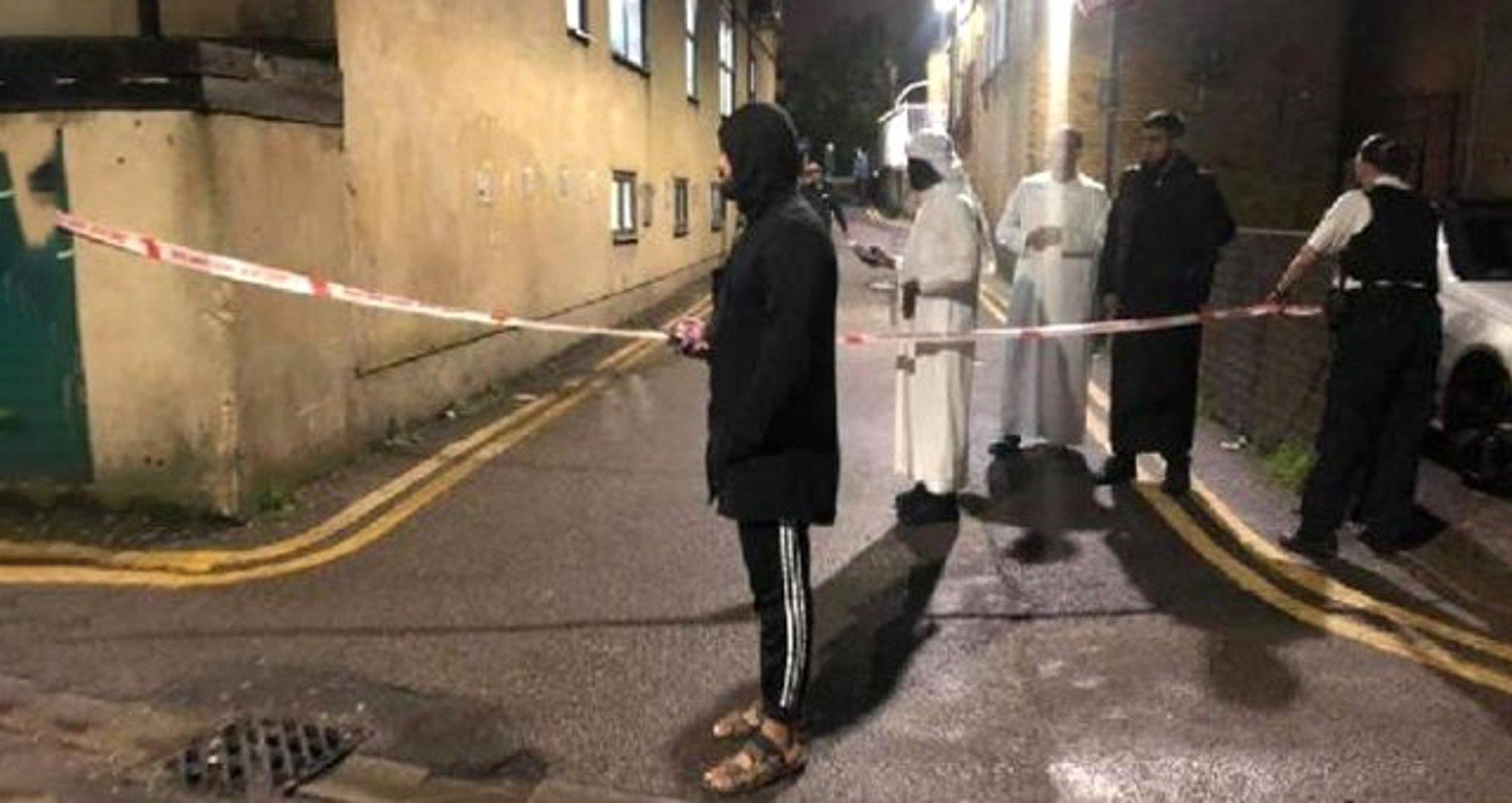 Photo of Cemaat, camiye girmeye çalışan saldırganı son anda engelledi